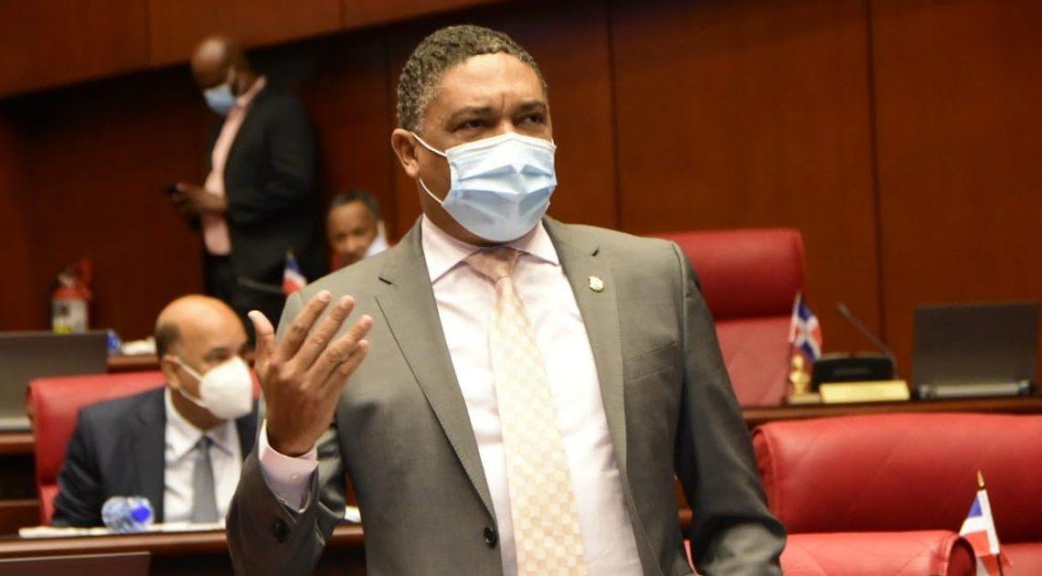 Iván Lorenzo seguirá siendo vocero del PLD en el Senado
