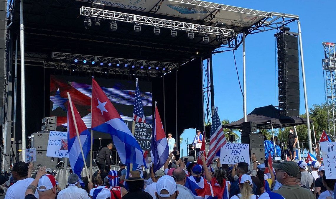 Libertad para Cuba, Nicaragua y Venezuela gritan miles de personas en Miami