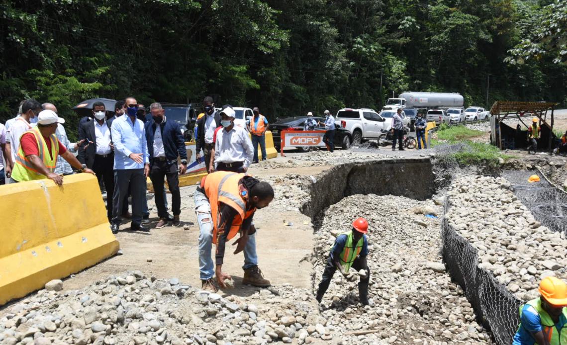 MOPC supervisa trabajos carretera Piedra Blanca-Maimón-Cotuí, cuyo monto supera los RD$ 630 millones