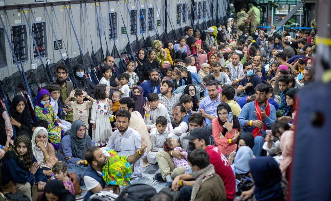 Empresa de trabajo a domicilio británica está dispuesta a emplear a 500 refugiados afganos