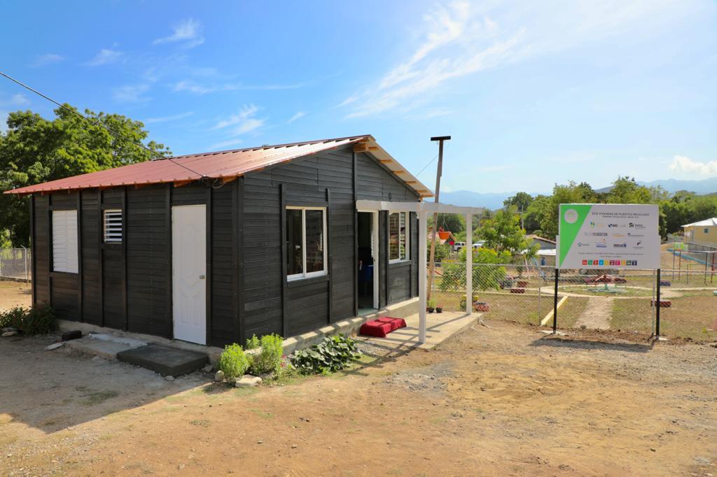 Abinader inaugura la primera comunidad sostenible del país en Sabana Yegua Viejo