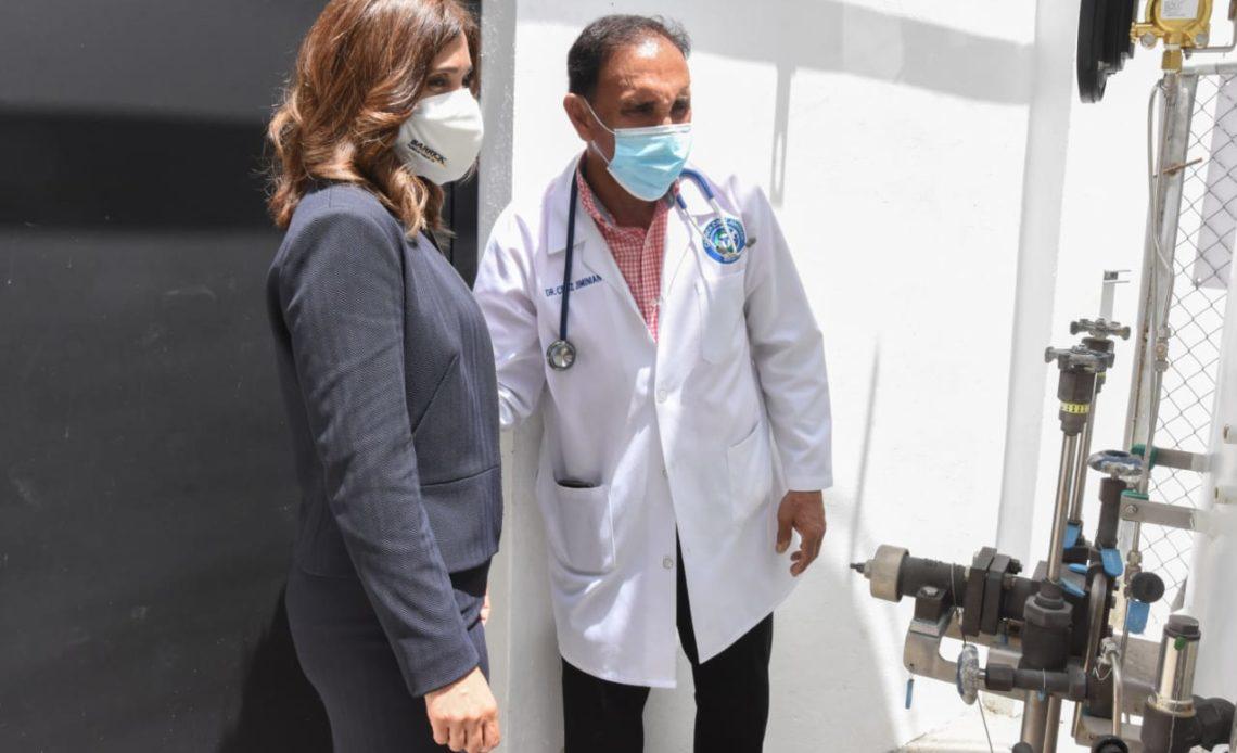 Barrick Pueblo Viejo realiza donativo de oxígeno a la Clínica Cruz Jiminián