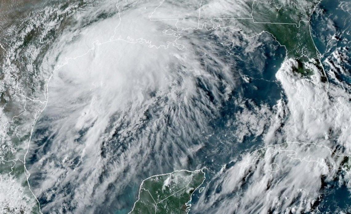 Tormenta Nicholas se desplaza a más velocidad hacia la costa central de Texas