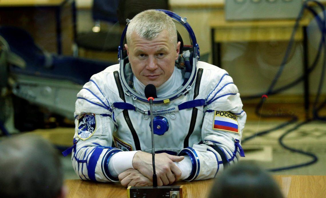 Dos rusos se preparan para dos caminatas espaciales fuera de la EEI