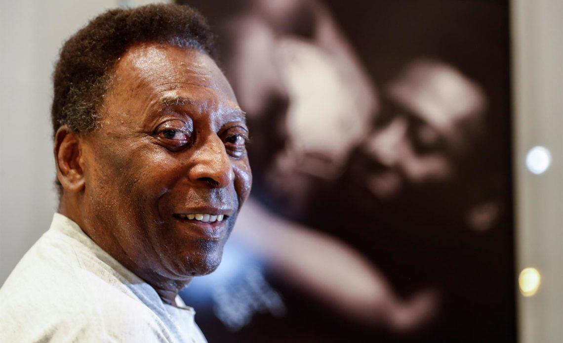 """Pelé sigue su recuperación y """"conversa activamente"""" tras extracción de tumor"""