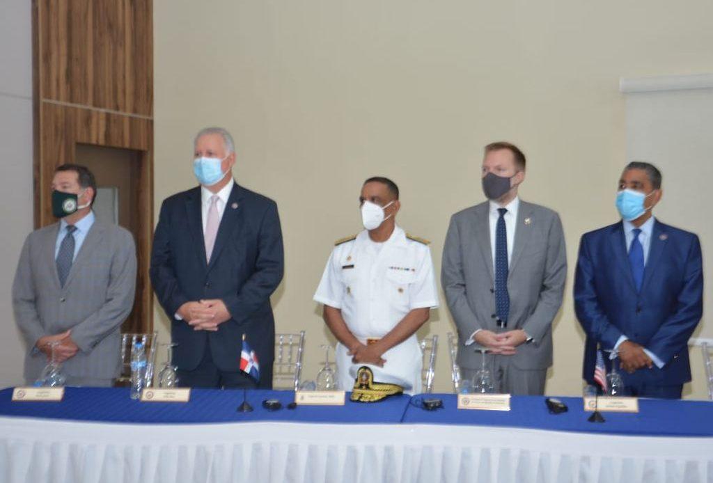 Congresistas de los EE.UU. observan entrenamientos en la Armada de RD