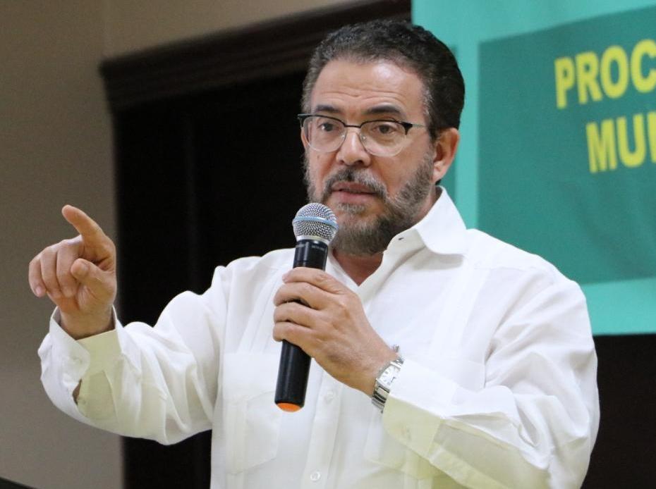 Presidente de Alianza País afirma que es posible un presupuesto sin déficit y sin más endeudamiento