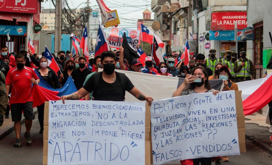 Marchas anti y promigración en Chile ante la crisis migratoria en el norte